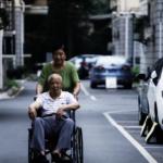 85歲失智老人忘了全世界 仍不忘冒大雨愛妻送傘