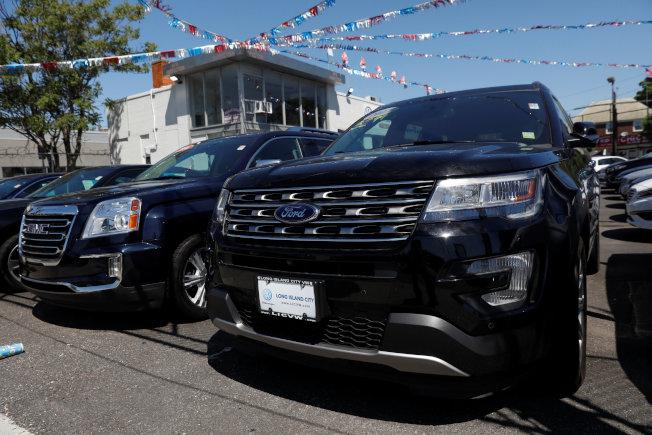 美國新車價格愈來愈貴,使得選擇種類愈來愈多元的二手車市場變得更受消費者青睞。  路透