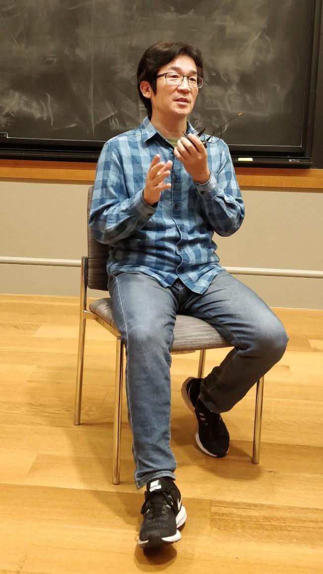 台灣名導演魏德聖,在電影放映後回答觀眾提問。(記者吳淑梅╱攝影)