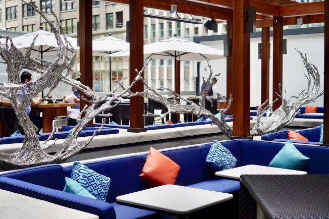 紐約大董烤鴨店設立在曼哈頓時報廣場附近,面對主流人群。(紐約大董/提供)