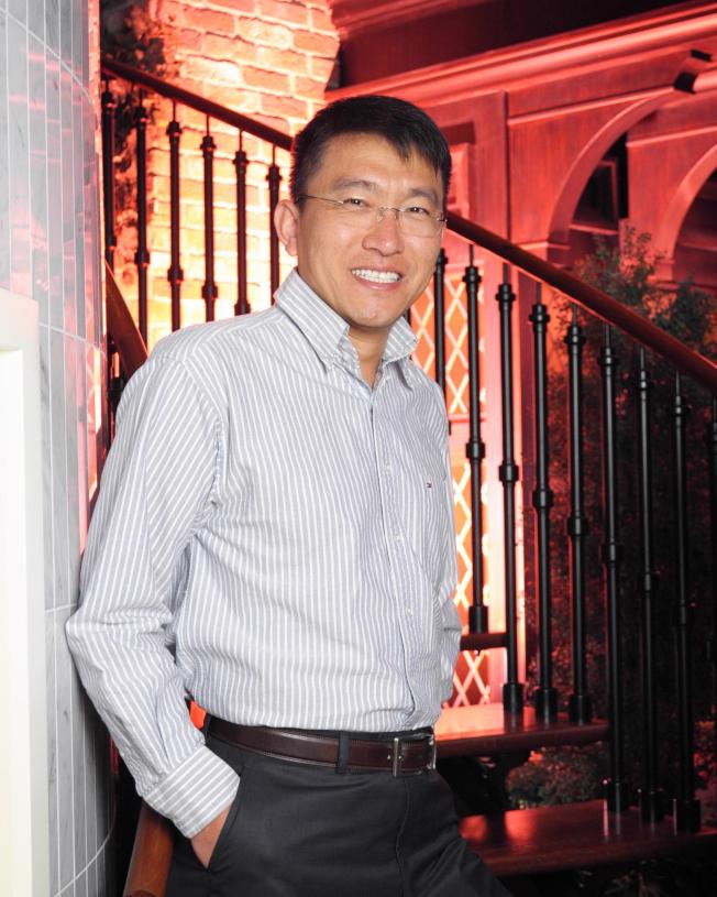 明大的Carlson管理學院副院長崔海濤,是全案關鍵人物之一,據指出受害的中國女學生是他介紹陪同晚餐。他在案發後就立即返回中國。(取自明大網站)