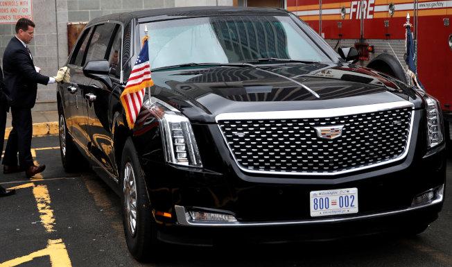 造價150萬美元的全新總統座車「野獸」,趁川普總統出席聯合國大會,在紐約東河邊空中碼頭首次亮相。  (路透)