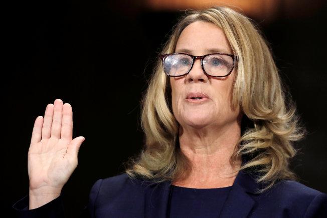 福特博士宣誓作證,她表示百分之百確認卡瓦諾當年意圖性侵她。(路透)