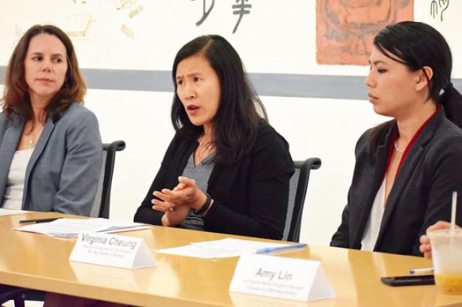 移民律師張佩玉(中)提醒移民,已獲得綠卡的永久居民不受川普政府新提議的公共負擔政策影響。(記者李秀蘭╱攝影)