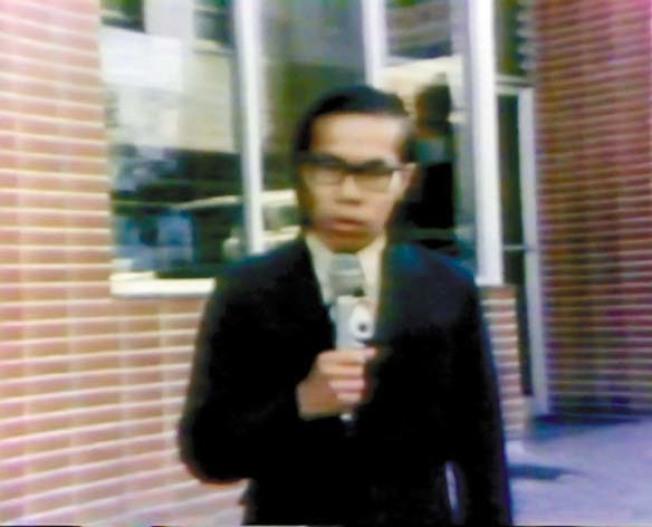 周堅強在1970年入職KPIX第五頻道,成為灣區首位亞裔出鏡記者。(視頻截圖)