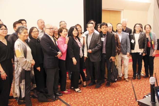 眾多亞太裔的新聞工作者參加華人權益促進會的論壇。(記者李晗/攝影)