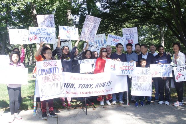 Families for Tony舉辦集會,鼓勵艾維樂再次參選,右一是林小蓮。(記者賴蕙榆╱攝影)