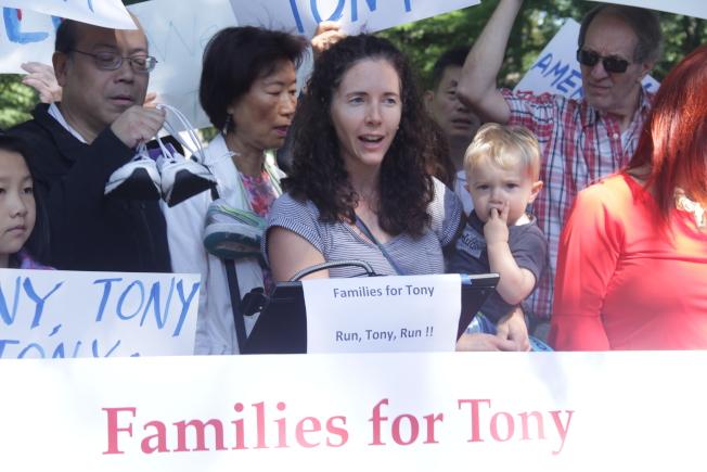 第11選區居民紛紛站出來表達對艾維樂的感謝。(記者賴蕙榆/攝影)