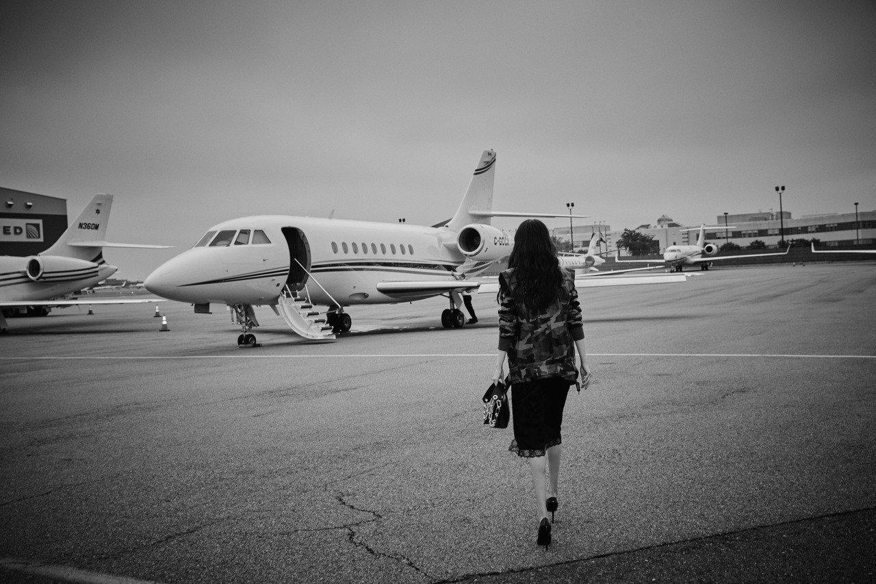 楊冪搭乘Michael Kors私人飛機從紐約時裝周趕赴多倫多國際電影節。圖/MICHAEL KORS提供
