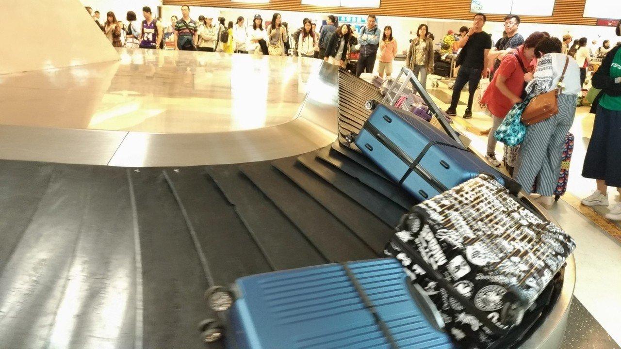 桃園機場行李轉盤。圖/記者楊德宜攝