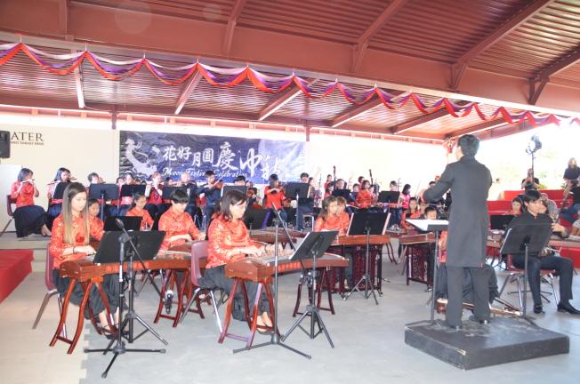 南海岸中華樂團東西方樂器表演。(記者王全秀子/攝影)