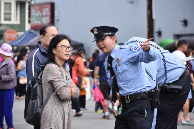 警局希望透過同樂日活動,加強肖化區華人社區與警局的互動合作。(記者李秀蘭/攝影)