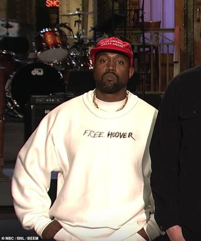 大牌非洲裔歌手肯伊威斯特在節目尾聲力挺川普,換來觀眾噓聲。(NBC網站)