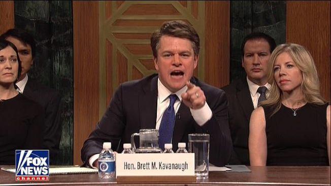 大法官提名涉及性醜聞風波,成為電視NBC「周六夜現場」的煽笑素材,影星麥特戴蒙 扮裝卡瓦諾法官,極盡挖苦能事。(取自電視截頻)