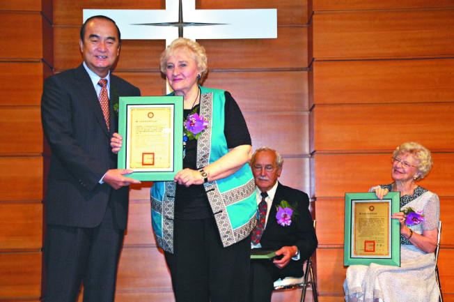 彭蒙惠82歲時,獲頒為台灣花蓮的榮譽縣民。(本報系資料照片)