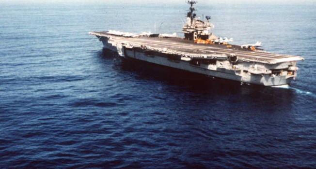 1991年台海危機時,美國「獨立號」航母曾馳抵台灣海峽附近海域。(Getty Images)