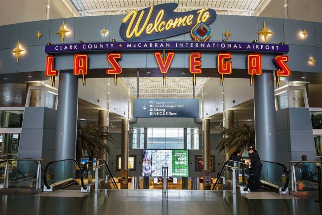 調查顯示,拉斯維加斯的麥卡倫國際機場是最獲旅客喜愛的巨型機場。(Getty Images)