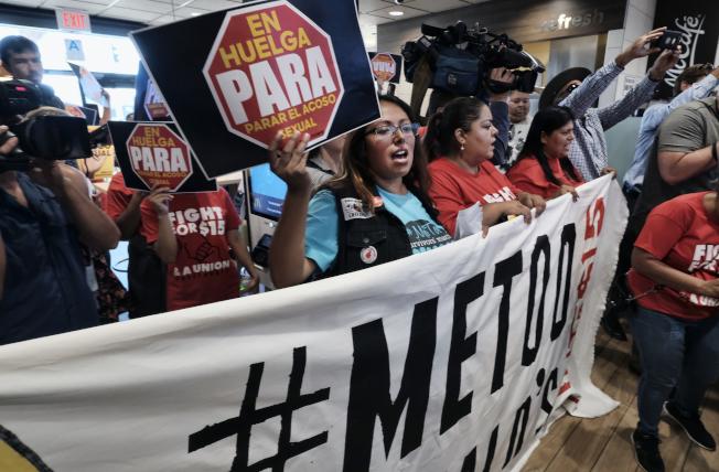 #MeToo運動在全世界影響深遠,圖為洛杉磯麥當勞員工示威罷工,要求管理層處理工作場所性騷擾事件。(美聯社)