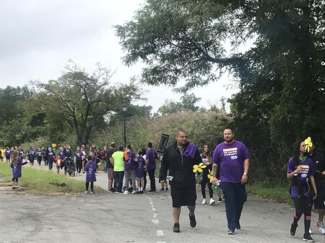 超过400位民众参与皇后区的健走活动。(记者牟兰/摄影)