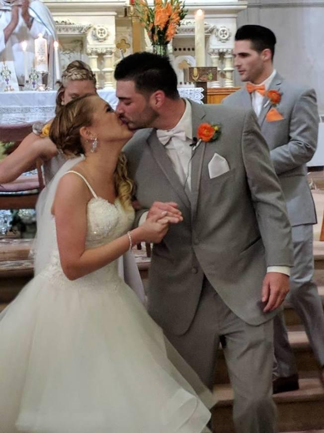 麥戈萬夫婦在今年6月新婚,兩人相親相愛。(取自臉書)
