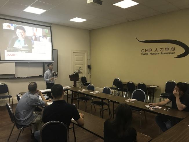 人力中心在曼哈頓華埠舉辦「自我創業講座」,幫助希望多一份收入的華裔居民開拓創業思路。(記者和釗宇/攝影)