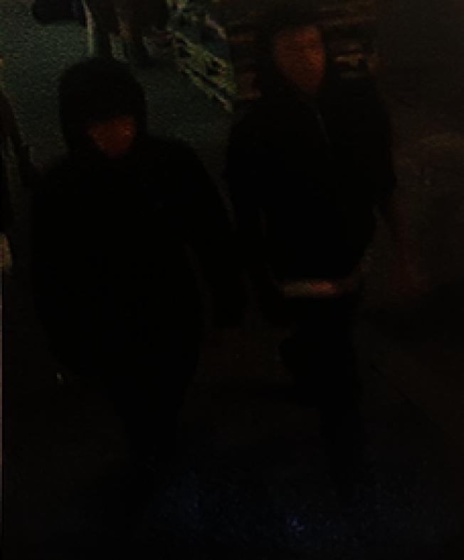 事發路段監視器拍下四華裔青少年嫌犯的體貌特徵。(警方提供)