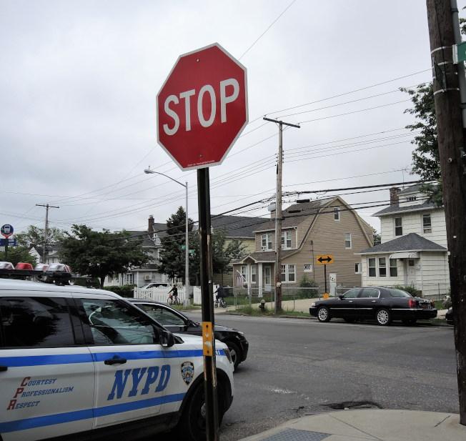 律師提醒,在有停車標誌的十字路口撞車時,多數由有停車標誌的一方駕駛負全責。(本報檔案照)