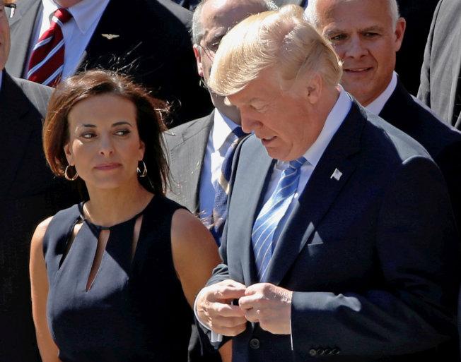 川普總統9日點名狄娜.鮑爾(左),可能出任新的美國駐聯合國大使,接替海理。鮑爾原任白宮副國家安全顧問,去年離職。(路透)