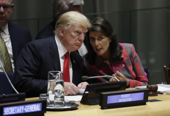 川普總統今年9月出席紐約聯合國安理會,海理從旁襄助。但兩人對國際世界的看法並不相同。(Getty Images)