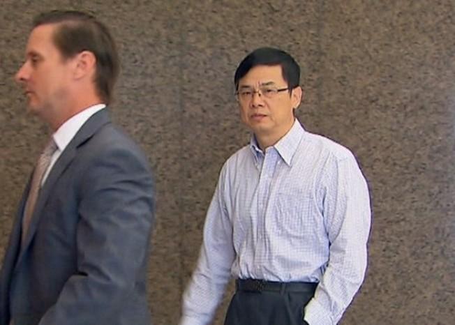 謝克平(右)日前出庭,否認控罪。(NBC截圖)