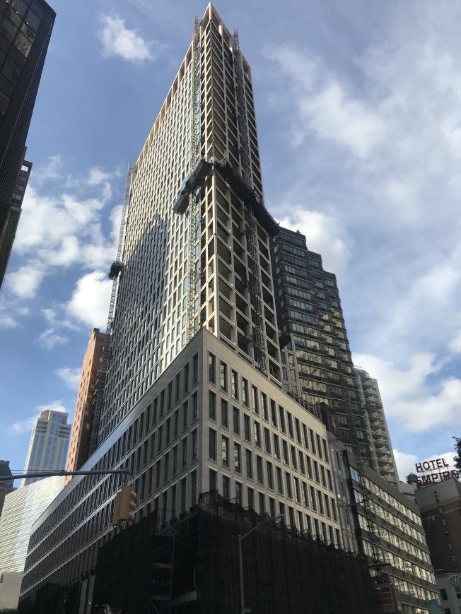 「百老匯大道1865號」集共有公寓、出租公寓和零售區為一體。(記者劉大琪/攝影)