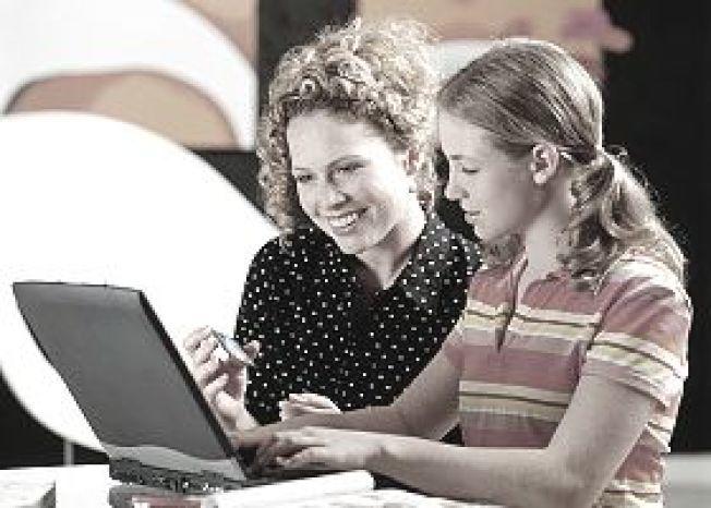 通過家長的信用卡副卡,子女可建立自己的信用史和信用分數。(Getty Images)