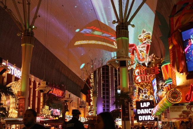 費蒙街的百萬燈光秀。