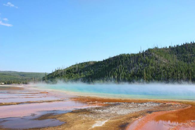 溫泉地熱產生的熱氣流。