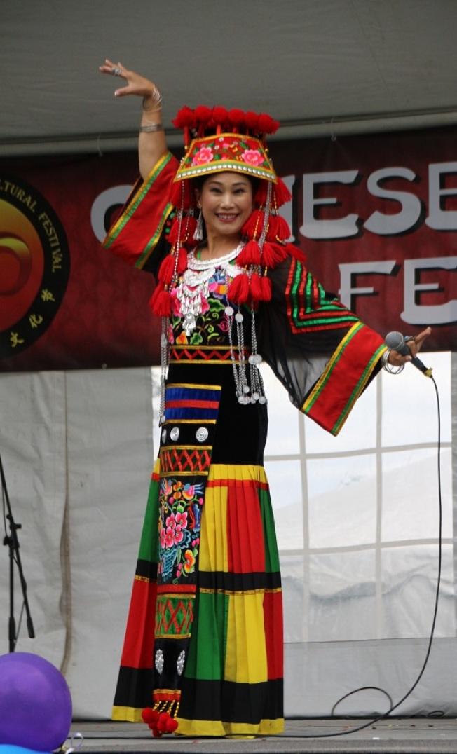 彝族王美玉教授獨唱  。    (記者張瓊月/攝影)