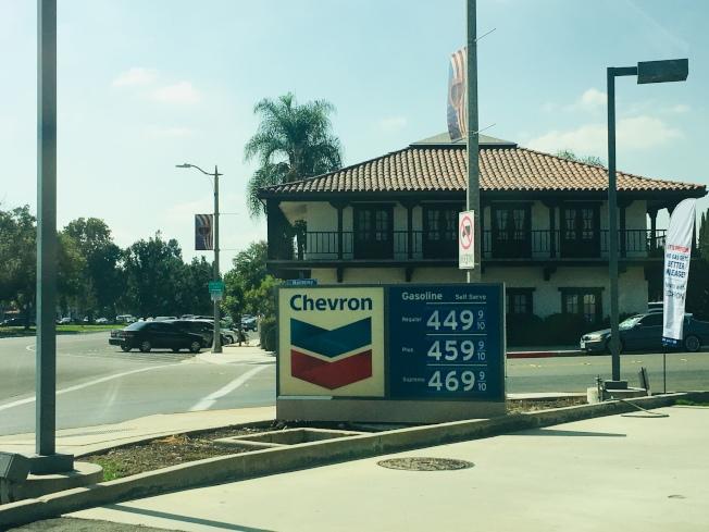 聖瑪利諾市的雪佛龍油價最高每加侖4.69美元。(記者林佩錦/攝影)