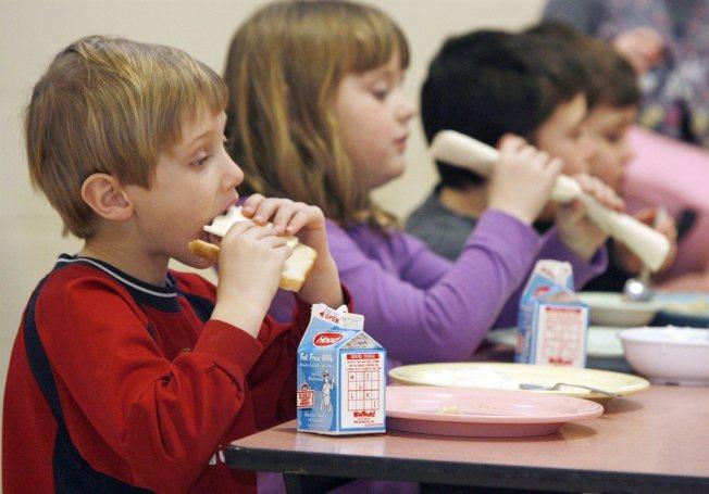 亞裔家長常擔心孩子在學校的午餐不好吃或不營養而打包亞洲食物午餐盒,反而令孩子在學校遭到排擠。(美聯社)