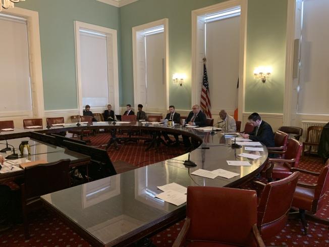 市議會合同委員會10日召開公聽會,檢視少數族裔和女性企業獲政府合同的成果。(記者和釗宇/攝影)