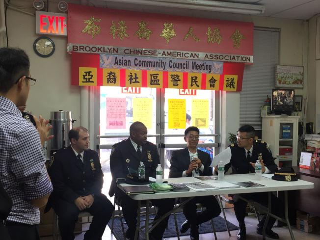 丹頓、瓦爾、陳韜等人出席亞裔社區警民會議,聆聽社區需求。(記者顏潔恩/攝影)