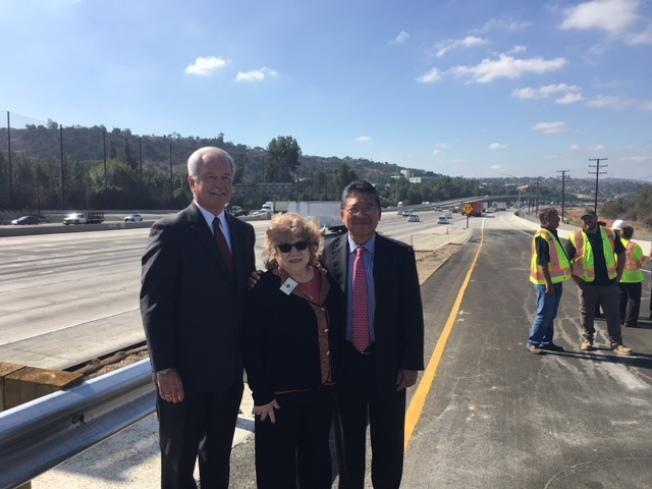 鑽石吧市議員林錫智(右至左)、Nancy Lyons和Steve  Tye出席竣工啟用儀式。(記者楊青/攝影)