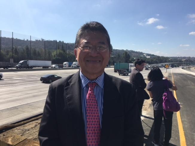 鑽石吧市議員暨公路專家林錫智希望民眾從交通大局著眼,反對六號提案。(記者楊青/攝影)