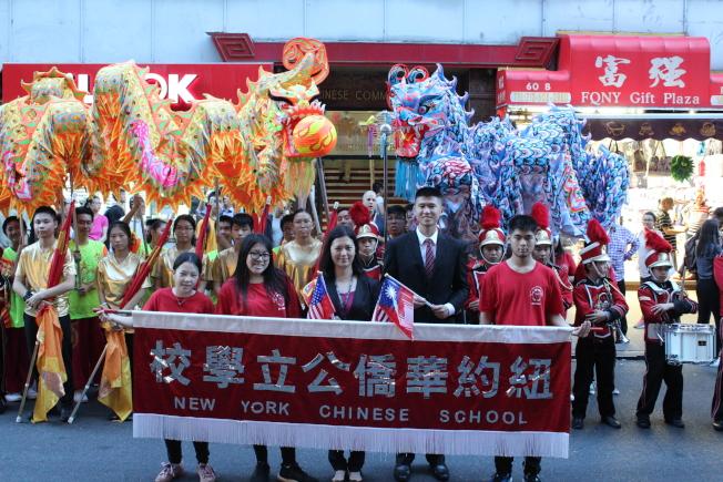 紐約華僑學校舞龍隊及鼓樂隊,參加中華民國107年雙十國慶大遊行。(記者張筠/攝影)