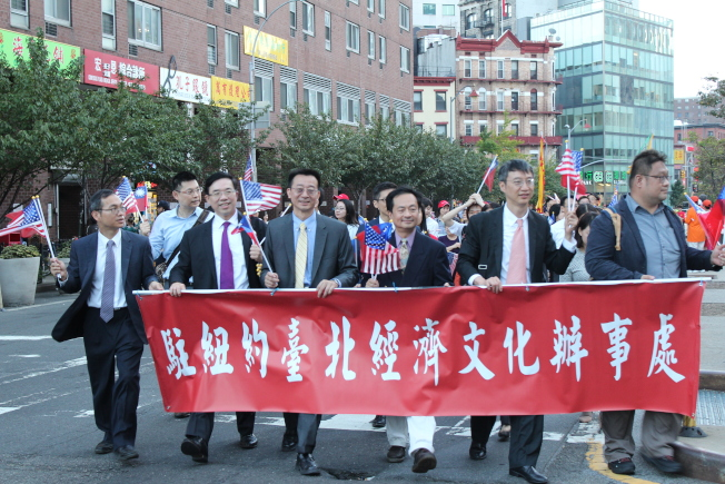 紐約中華公所主辦曼哈頓華埠的中華民國雙十國慶大遊行。(記者張筠/攝影)