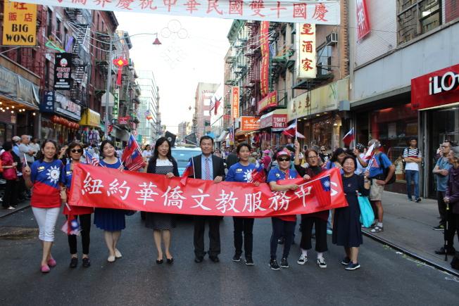 紐約中華公所10日在曼哈頓華埠舉辦中華民國雙十國慶大遊行。(記者張筠/攝影)