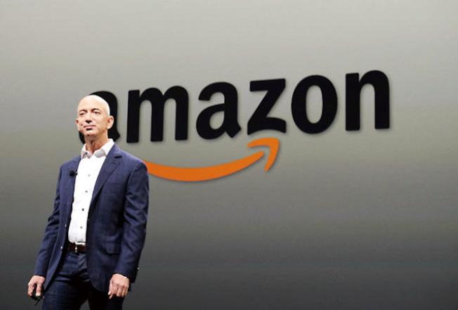 美股10日暴跌,道指跌了831點,科技股尤其大挫,全球首富的亞馬遜創辦人兼執行長貝佐斯,身家在一天之內減少了91億,成為全球和全美損失最大的富豪。(Getty Images)