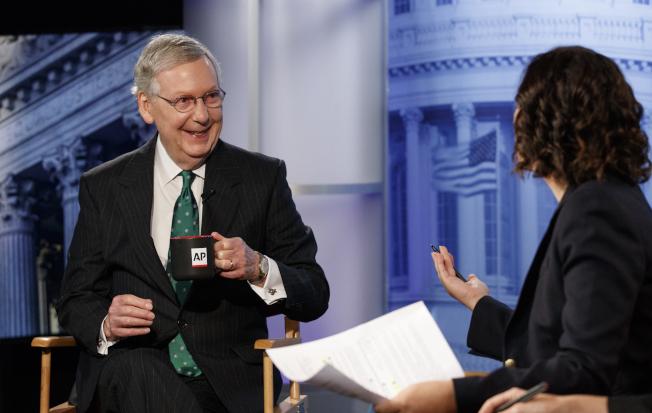 參院共和黨領袖麥康諾10日接受美聯社專訪。(美聯社)