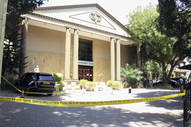 戴瓦吉停放在飯店門口的汽車。歐新社
