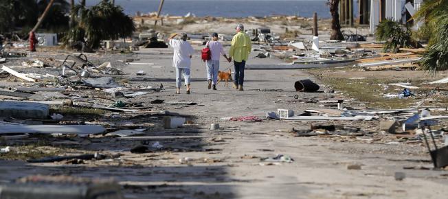 10日下午在佛州墨西哥海灘(Mexico Beach)登陸,造成當地一處瀕臨海岸的社區房舍幾乎全毀。美聯社