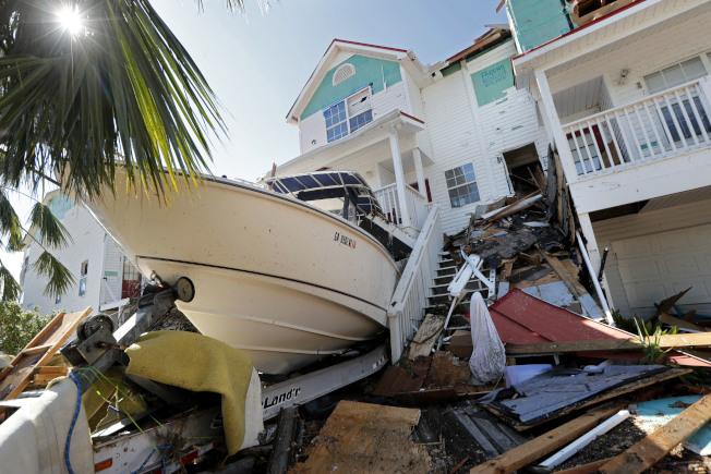 颶風麥可嚴重毀損墨西哥海灘沿海房舍。美聯社