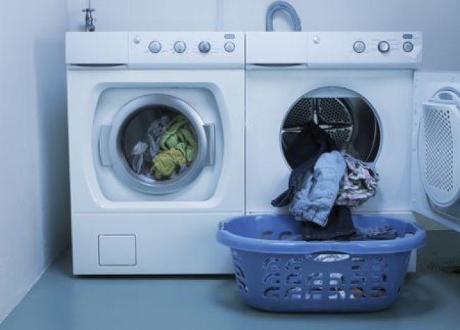 家長應教導孩子,洗衣機和乾衣機不是玩具,洗衣房應是禁區,兒童不該在那裡玩。(Getty Images)